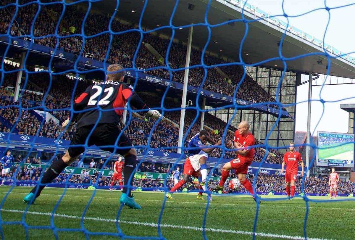 LIVERPOOL, ENGLAND - Sunday, October 4, 2015: Everton's Romelu Lukaku scores the first equalising goal against Liverpool during the Premier League match at Goodison Park, the 225th Merseyside Derby. (Pic by David Rawcliffe/Propaganda)