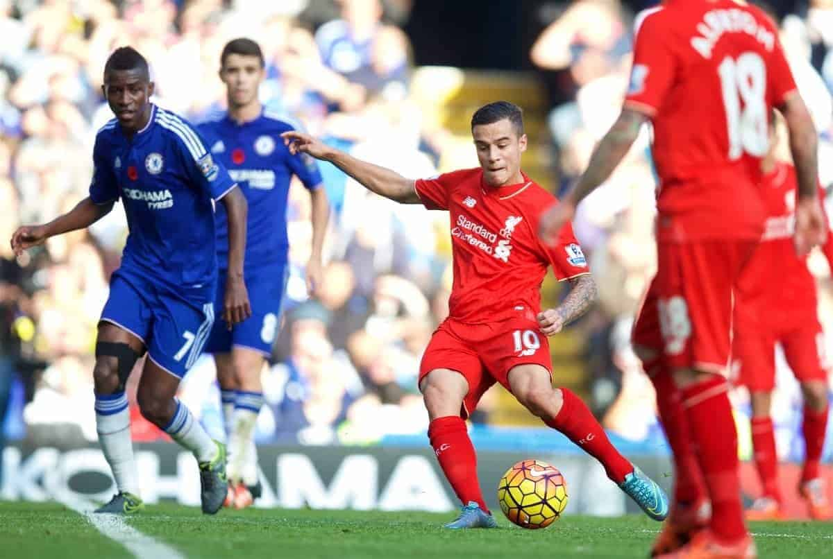 LONDON, ENGLAND - Saturday, October 31, 2015: Liverpool's Philippe Coutinho Correia scores the first equalising goal against Chelsea in the third minute of injury time of the first half during the Premier League match at Stamford Bridge. (Pic by David Rawcliffe/Propaganda)