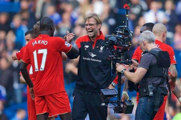 LONDON, ENGLAND - Saturday, October 31, 2015: Liverpool's manager Jürgen Klopp celebrate with Mamadou Sakho after their 3-1 victory over Chelsea during the Premier League match at Stamford Bridge. (Pic by David Rawcliffe/Propaganda)