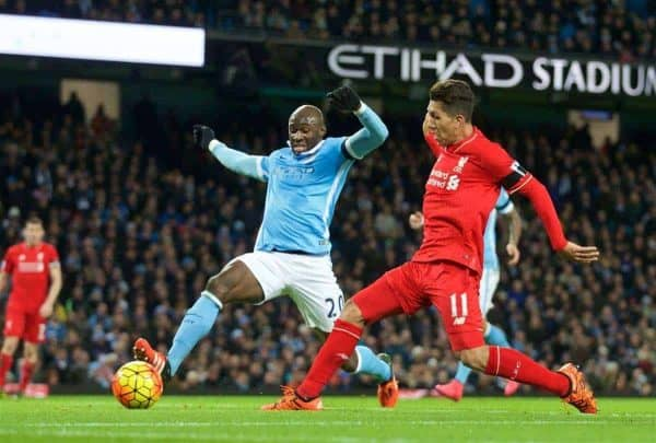 MANCHESTER, ENGLAND - Saturday, November 21, 2015: Liverpool's Roberto Firmino scores the third goal against Manchester City during the Premier League match at the City of Manchester Stadium. (Pic by David Rawcliffe/Propaganda)
