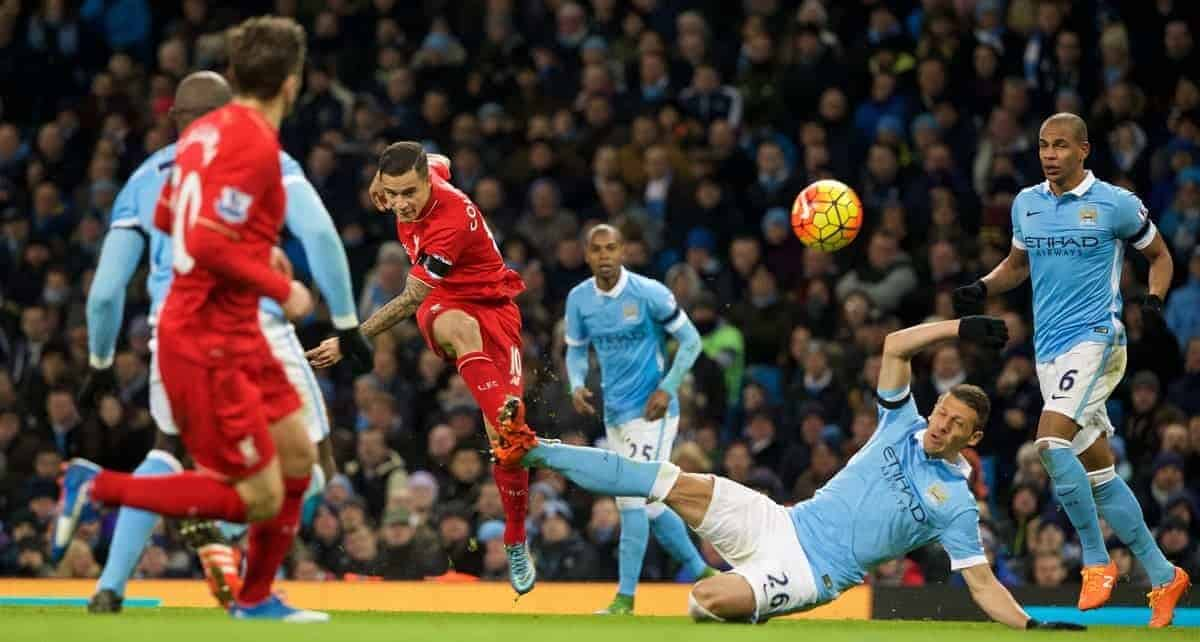MANCHESTER, ENGLAND - Saturday, November 21, 2015: Liverpool's Philippe Coutinho Correia in action against Manchester City's Martin Demichelis during the Premier League match at the City of Manchester Stadium. (Pic by Lexie Lin/Propaganda)