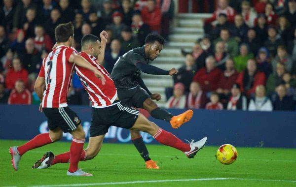 SOUTHAMPTON, ENGLAND - Wednesday, December 2, 2015: Liverpool's Daniel Sturridge scores the first equalising goal against Southampton during the Football League Cup Quarter-Final match at St. Mary's Stadium. (Pic by David Rawcliffe/Propaganda)