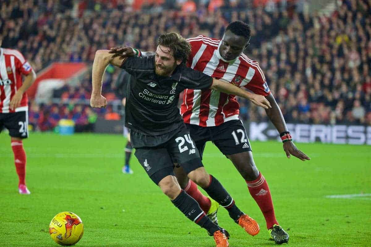 SOUTHAMPTON, ENGLAND - Wednesday, December 2, 2015: Liverpool's Joe Allen in action against Southampton's Victor Wanyama during the Football League Cup Quarter-Final match at St. Mary's Stadium. (Pic by David Rawcliffe/Propaganda)