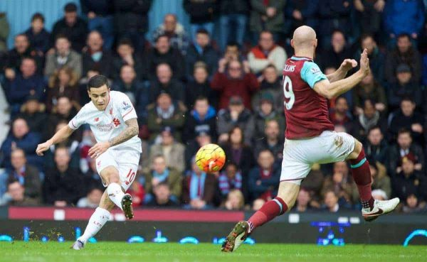 LONDON, ENGLAND - Saturday, January 2, 2016: Liverpool's Philippe Coutinho Correia in action against West Ham United during the Premier League match at Upton Park. (Pic by David Rawcliffe/Propaganda)