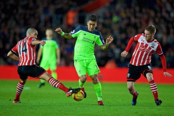 SOUTHAMPTON, ENGLAND - Wednesday, January 11, 2017: Liverpool's Roberto Firmino in action against Southampton's Oriol Romeu and Steven Davis during the Football League Cup Semi-Final 1st Leg match at St. Mary's Stadium. (Pic by David Rawcliffe/Propaganda)