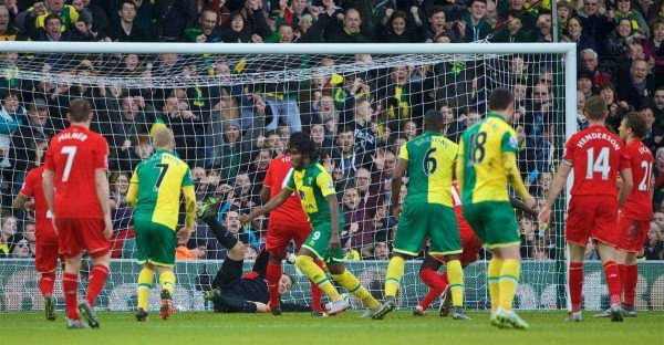 NORWICH, ENGLAND - Friday, January 22, 2016: Norwich City's Dieumercik Mbokani scores the first equalising goal against Liverpool during the Premiership match at Carrow Road. (Pic by David Rawcliffe/Propaganda)