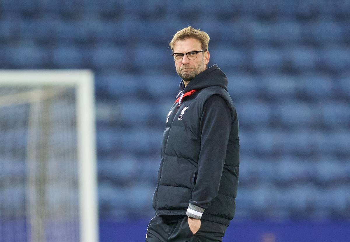 LEICESTER, ENGLAND - Monday, February 1, 2016: Liverpool's manager Jürgen Klopp inspects the pitch before the Premier League match against Leicester City at Filbert Way. (Pic by David Rawcliffe/Propaganda)