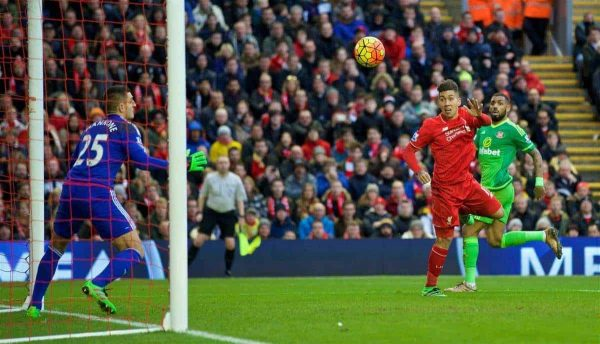 LIVERPOOL, ENGLAND - Saturday, February 6, 2016: Liverpool's Roberto Firmino scores the first goal against Sunderland during the Premier League match at Anfield. (Pic by David Rawcliffe/Propaganda)