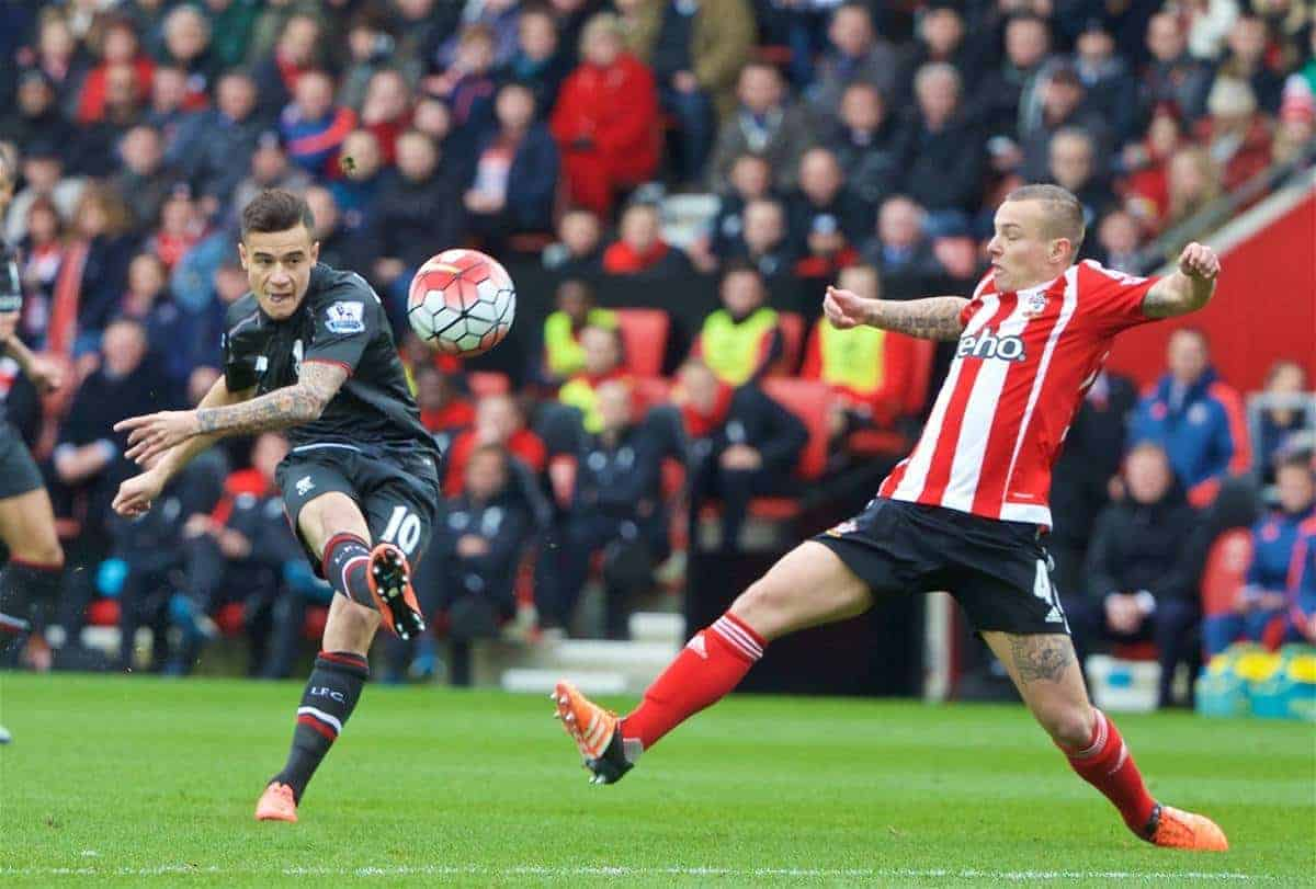 SOUTHAMPTON, ENGLAND - Sunday, March 20, 2016: Liverpool's Philippe Coutinho Correia in action against Southampton during the FA Premier League match at St Mary's Stadium. (Pic by David Rawcliffe/Propaganda)