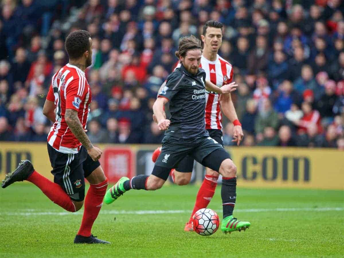 SOUTHAMPTON, ENGLAND - Sunday, March 20, 2016: Liverpool's Joe Allen in action against Southampton during the FA Premier League match at St Mary's Stadium. (Pic by David Rawcliffe/Propaganda)