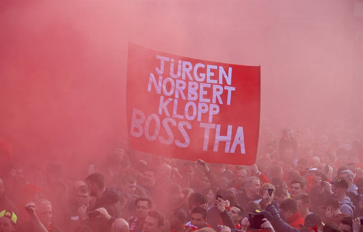 "LIVERPOOL, ENGLAND - Thursday, April 14, 2016: Liverpool supporters' banner ""Jurgen Norbert Klopp Boss Tha"" as the fans welcome the Liverpool team coach to Anfield before the UEFA Europa League Quarter-Final 2nd Leg match against Borussia Dortmund. (Pic by David Rawcliffe/Propaganda)"