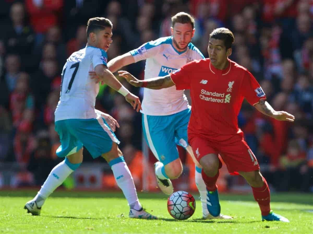 LIVERPOOL, ENGLAND - Saturday, April 23, 2016: Liverpool's Roberto Firmino in action against Newcastle United during the Premier League match at Anfield. (Pic by Bradley Ormesher/Propaganda)
