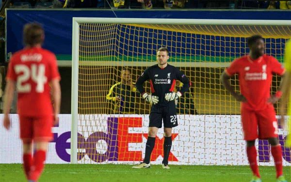 VILLRREAL, SPAIN - Thursday, April 28, 2016: Liverpool's goalkeeper Simon Mignolet looks dejected after an injury-time winning goal for Villarreal CF during the UEFA Europa League Semi-Final 1st Leg match at Estadio El Madrigal. (Pic by David Rawcliffe/Propaganda)