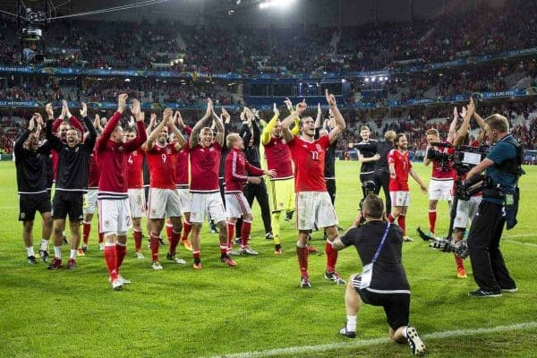 LILLE, FRANCE - Friday, July 1, 2016: Wales players applaud the supporters as they celebrate the 3-1 victory over Belgium at full time after the UEFA Euro 2016 Championship Quarter-Final match at the Stade Pierre Mauroy. (Pic by Paul Greenwood/Propaganda)