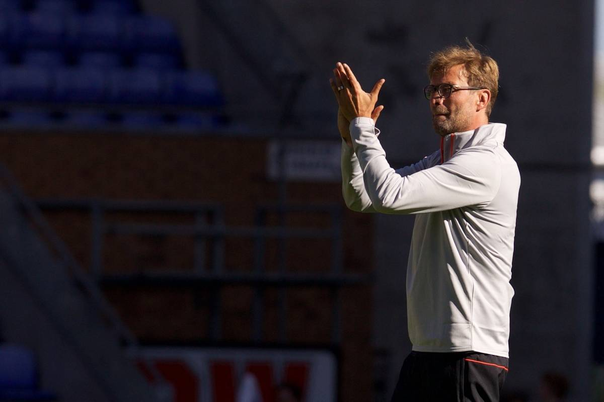 WIGAN, ENGLAND - Sunday, July 17, 2016: Liverpool's manager Jürgen Klopp applauds the supporters after the 2-0 victory over Wigan Athletic during a pre-season friendly match at the DW Stadium. (Pic by David Rawcliffe/Propaganda)