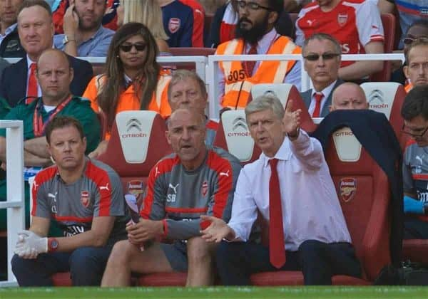 LONDON, ENGLAND - Sunday, August 14, 2016: Arsenal manager Arsene Wenger giving instructions during the FA Premier League match against Liverpool at the Emirates Stadium. (Pic by David Rawcliffe/Propaganda)