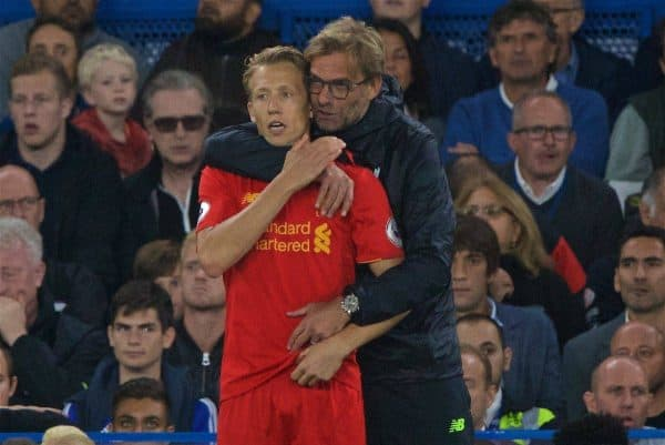 LONDON, ENGLAND - Friday, September 16, 2016: Liverpool's manager Jürgen Klopp hugs substitute Lucas Leiva during the Premier League match against Chelsea at Stamford Bridge. (Pic by Xiaoxuan Lin/Propaganda)