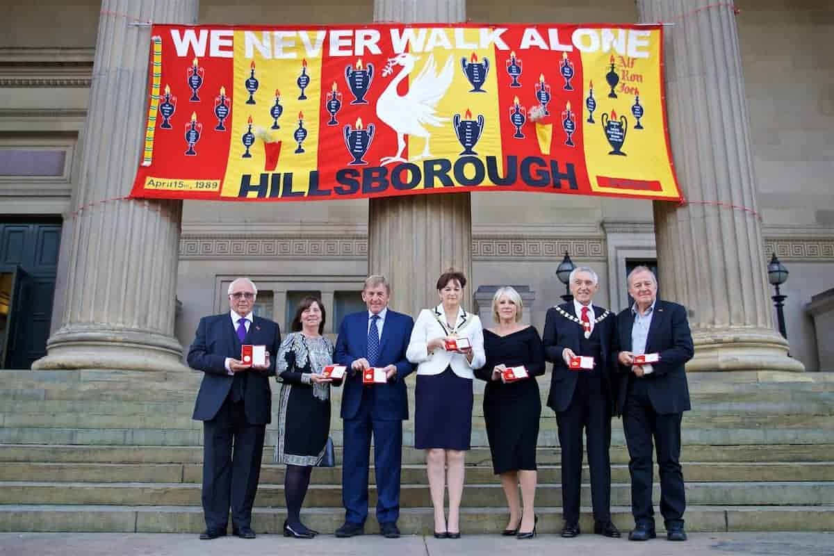 LIVERPOOL, ENGLAND - Thursday, September 22, 2016: Trevor Hicks, Margret Aspinall, Kenny Dalglish, Lord Mayor of Liverpool Roz Gladden, Marina Dalglish, Lord Mayor's consort Roy Gladden and Professor Phil Scraton with their medals before a Conferment of the Freedom of the City of Liverpool for the 96 Victims of the Hillsborough Stadium Disaster at the St. George's Hall. (Pic by David Rawcliffe/Propaganda)