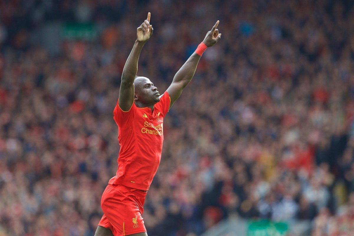 LIVERPOOL, ENGLAND - Saturday, September 24, 2016: Liverpool's Sadio Mane celebrates scoring the third goal against Hull City during the FA Premier League match at Anfield. (Pic by David Rawcliffe/Propaganda)