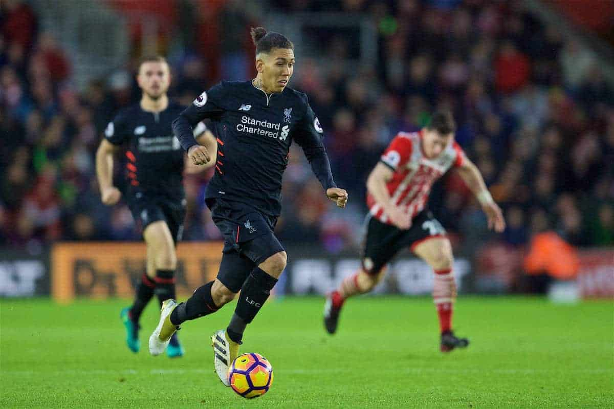 SOUTHAMPTON, ENGLAND - Saturday, November 19, 2016: Liverpool's Roberto Firmino in action against Southampton during the FA Premier League match at St. Mary's Stadium. (Pic by David Rawcliffe/Propaganda)