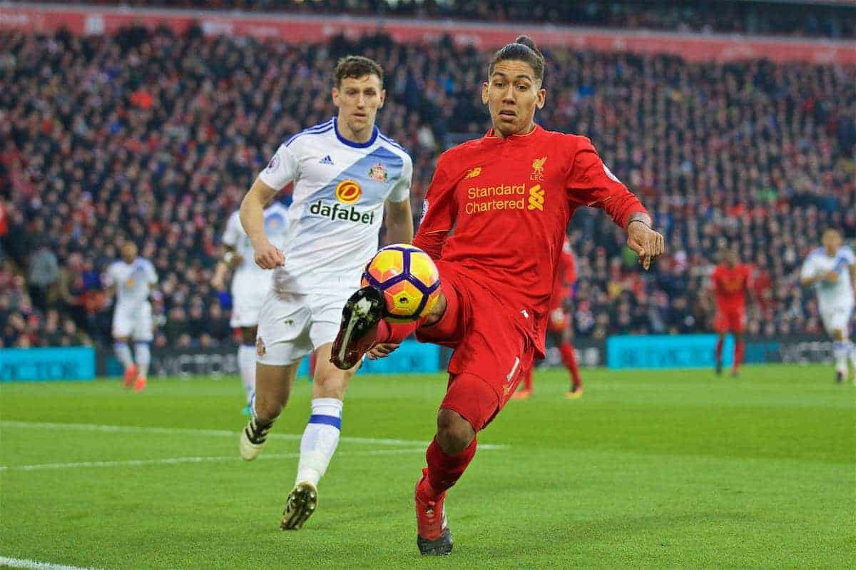 LIVERPOOL, ENGLAND - Saturday, November 26, 2016: Liverpool's Roberto Firmino in action against Sunderland during the FA Premier League match at Anfield. (Pic by David Rawcliffe/Propaganda)