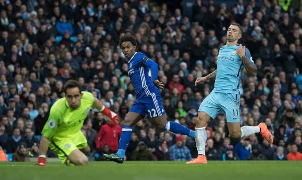 MANCHESTER, ENGLAND - Saturday, December 3, 2016: Chelsea Willian scores to put his team ahead against Manchester City during the FA Premier League match at the City of Manchester Stadium. (Pic by Gavin Trafford/Propaganda)
