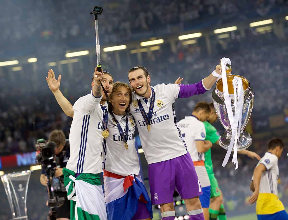 CARDIFF, WALES - Saturday, June 3, 2017: Real Madrid's Gareth Bale lifts the European Cup trophy with Sergio Ramos and Luka Modri? after the UEFA Champions League Final between Juventus FC and Real Madrid CF at the Stadium of Wales. (Pic by Don Jackson-Wyatt/Propaganda)