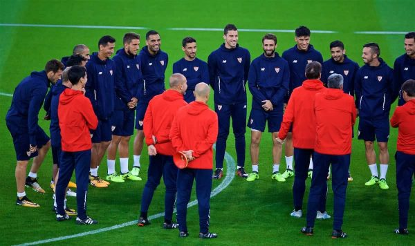 LIVERPOOL, ENGLAND - Tuesday, September 12, 2017: Sevilla's Jesús Navas and his squad during a training session at Anfield ahead of the UEFA Champions League Group E match against Liverpool. (Pic by David Rawcliffe/Propaganda)