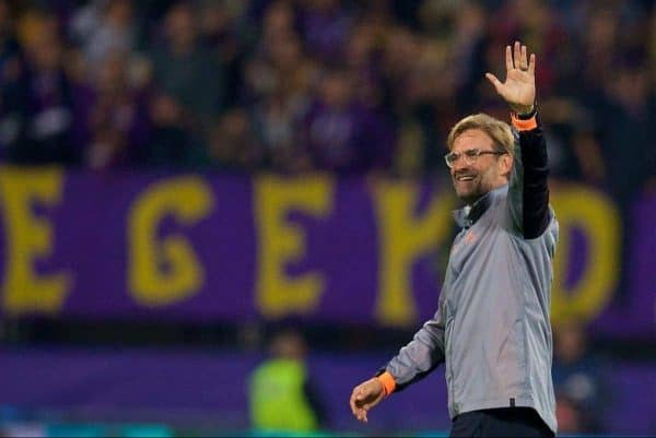 MARIBOR, SLOVENIA - Tuesday, October 17, 2017: Liverpool's manager J¸rgen Klopp waves to the supporters during the UEFA Champions League Group E match between NK Maribor and Liverpool at the Stadion Ljudski vrt. (Pic by David Rawcliffe/Propaganda)