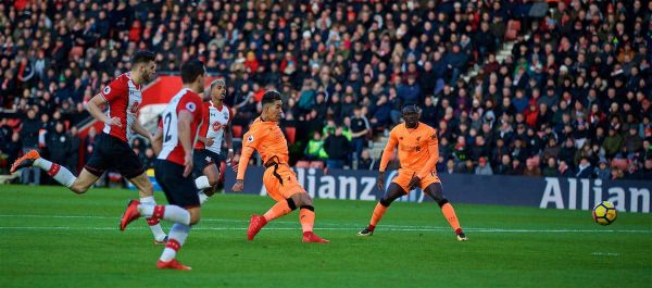 SOUTHAMPTON, ENGLAND - Sunday, February 11, 2018: Liverpool's Roberto Firmino scores the first goal during the FA Premier League match between Southampton FC and Liverpool FC at St. Mary's Stadium. (Pic by David Rawcliffe/Propaganda)