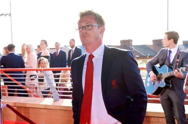 LIVERPOOL, АНГЛИЯ - Четверг, 10 мая 2018 года: Директор футбола Майкл Эдвардс прибывает на красную дорожку на награды Ливерпульских игроков 2018 года в Энфилде. (Рис Дэвида Роклиффа / Пропаганда)