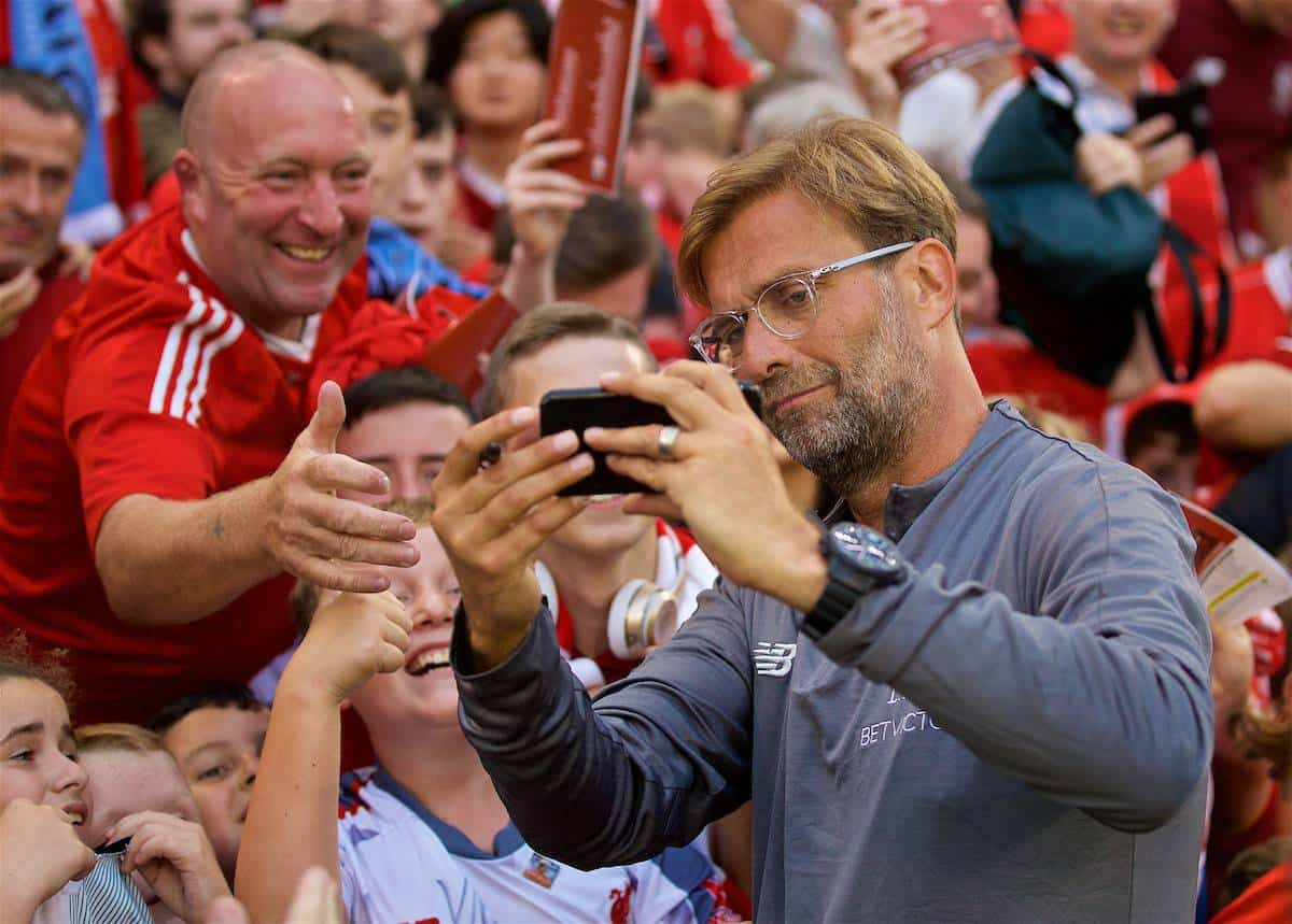 DUBLIN, REPUBLIC OF IRELAND - Saturday, August 4, 2018: Liverpool manager Jürgen Klopp poses for a selfie with supporters after the preseason friendly match between SSC Napoli and Liverpool FC at Landsdowne Road. (Pic by David Rawcliffe/Propaganda)