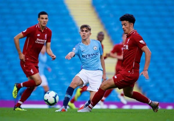 MANCHESTER, ENGLAND - Friday, August 24, 2018: Manchester City's Iker Pozo (centre) and Liverpool's Isaac Christie-Davies (left) and Curtis Jones (right) during the Under-23 FA Premier League 2 Division 1 match between Manchester City FC and Liverpool FC at the City of Manchester Stadium. (Pic by David Rawcliffe/Propaganda)