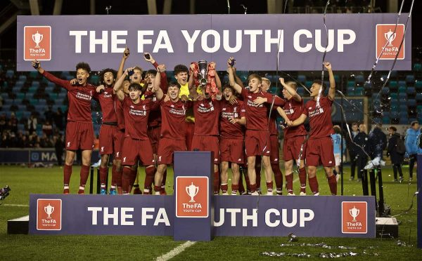 MANCHESTER, ENGLAND - Thursday, April 25, 2019: Liverpool's captain Paul Glatzel lifts the cup after winning the FA Youth Cup Final match between Manchester City FC and Liverpool FC at the Academy Stadium. Liverpool won 5-4 on penalties after a 1-1 draw. (Pic by David Rawcliffe/Propaganda)2