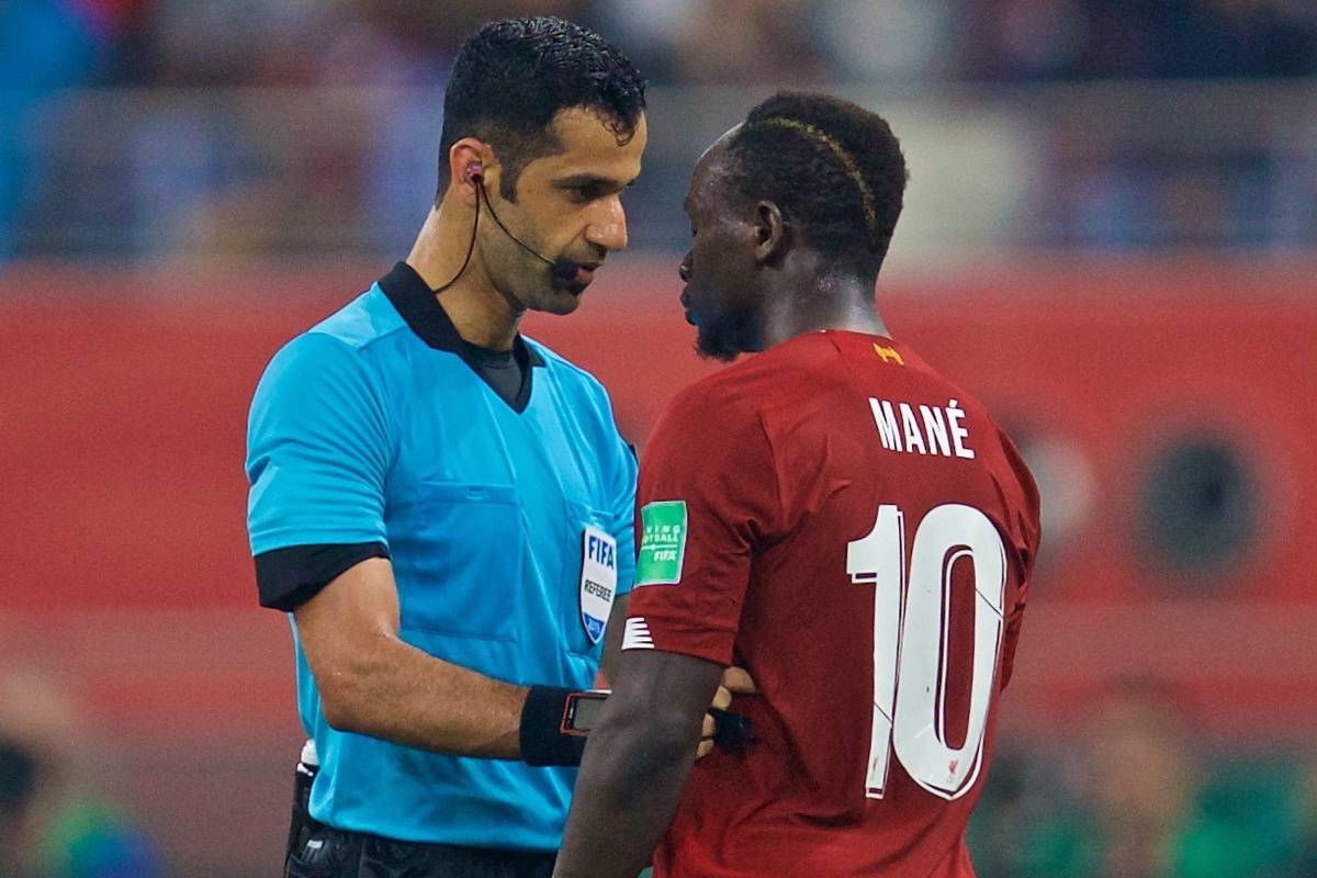 DOHA, QATAR - Saturday, December 21, 2019: Liverpool's Sadio Mané speaks with the referee Abdulrahman Al Jassim during the FIFA Club World Cup Qatar 2019 Final match between CR Flamengo and Liverpool FC at the Khalifa Stadium. (Pic by David Rawcliffe/Propaganda)