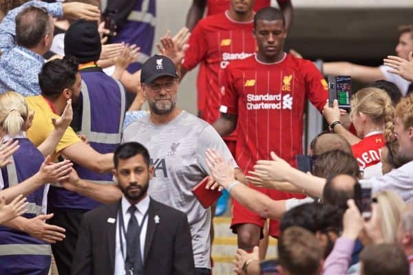 LONDON, ENGLAND - Sunday, August 4, 2019: Liverpool's manager Jürgen Klopp shakes hands with supporters after picking up his runners-up medal after the penalty shoot out to decide the FA Community Shield match between Manchester City FC and Liverpool FC at Wembley Stadium. Manchester City won 5-4 on penalties after a 1-1 draw. (Pic by David Rawcliffe/Propaganda)