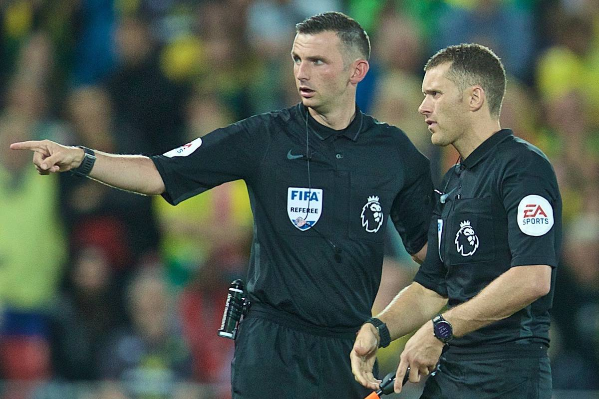 LIVERPOOL, ENGLAND - Friday, August 9, 2019: referee Michael Oliver sends his assistant off the field for a replacement battery delaying the start of the second half during the opening FA Premier League match of the season between Liverpool FC and Norwich City FC at Anfield. (Pic by David Rawcliffe/Propaganda)