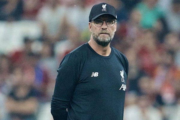 ISTANBUL, TURKEY - Wednesday, August 14, 2019: Liverpool's manager Jürgen Klopp during the pre-match warm-up before the UEFA Super Cup match between Liverpool FC and Chelsea FC at Besiktas Park. (Pic by David Rawcliffe/Propaganda)