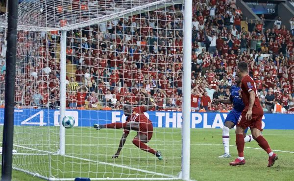 ISTANBUL, TURKEY - Wednesday, August 14, 2019: Liverpool's Sadio Mane scores the first equalising goal during the UEFA Super Cup match between Liverpool FC and Chelsea FC at Besiktas Park. (Pic by David Rawcliffe/Propaganda)