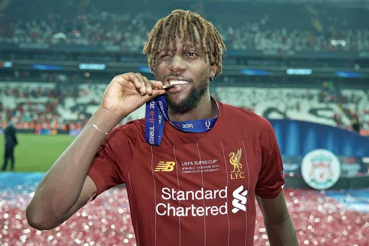 ISTANBUL, TURKEY - Wednesday, August 14, 2019: Liverpool's Divock Origi bites his winners' medal as he celebrates after beating Chelsea in the shoot-out to win the Super Cup during the UEFA Super Cup match between Liverpool FC and Chelsea FC at Besiktas Park. Liverpool won 5-4 on penalties after a 1-1 draw. (Pic by David Rawcliffe/Propaganda)