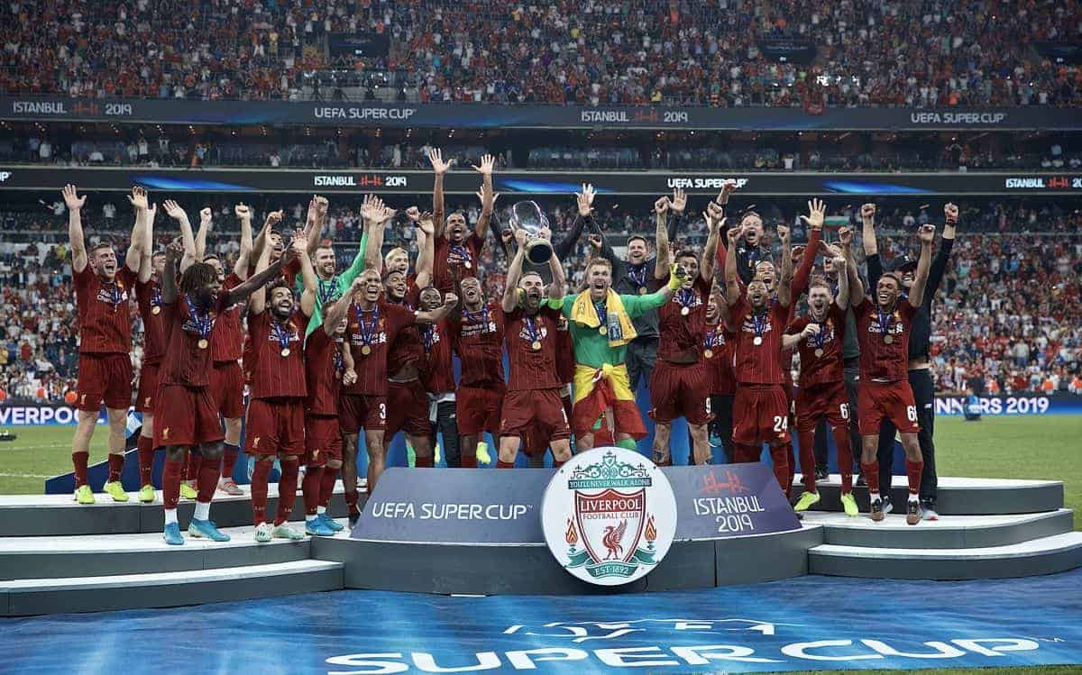 ISTANBUL, TURKEY - Wednesday, August 14, 2019: Liverpool's captain Jordan Henderson lifts the trophy after winning the Super Cup after the UEFA Super Cup match between Liverpool FC and Chelsea FC at Besiktas Park. Liverpool won 5-4 on penalties after a 1-1 draw. (Pic by David Rawcliffe/Propaganda)