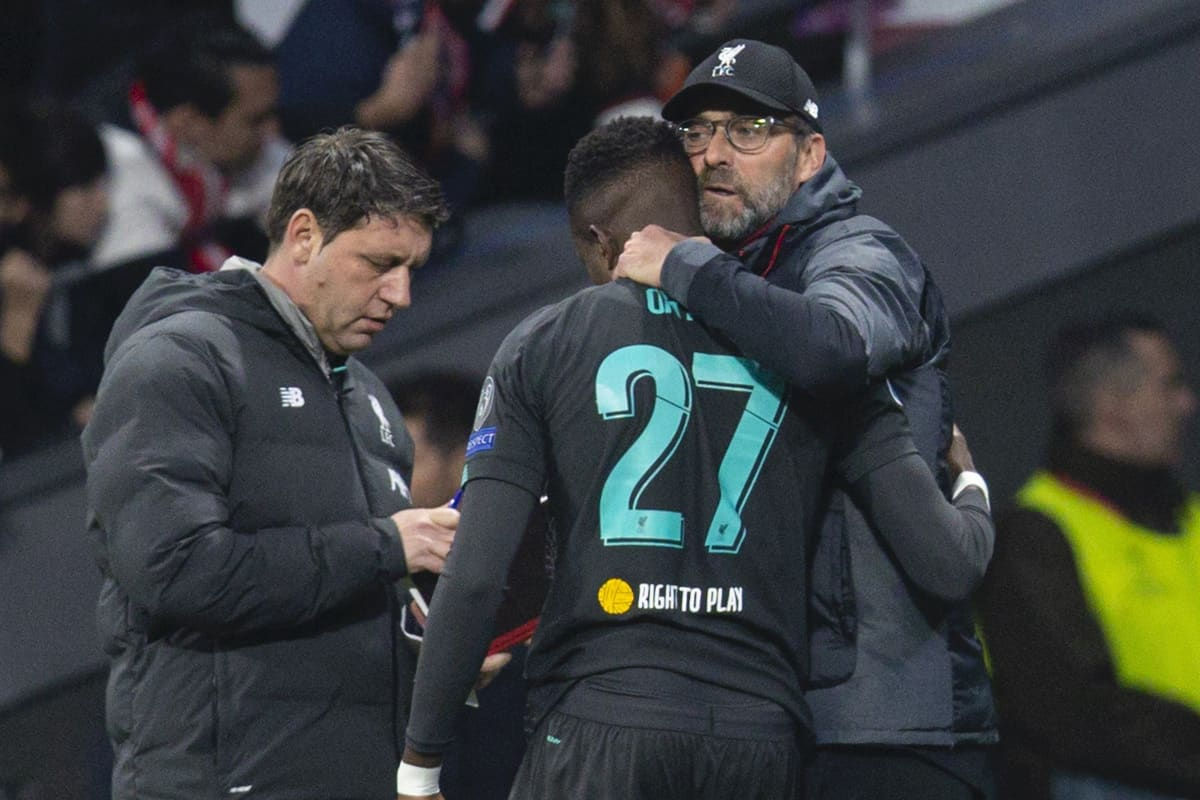 MADRID, SPAIN - Tuesday, February 18, 2020: Liverpool's manager Jürgen Klopp prepares to bring on substitute Divock Origi during the UEFA Champions League Round of 16 1st Leg match between Club Atlético de Madrid and Liverpool FC at the Estadio Metropolitano. (Pic by David Rawcliffe/Propaganda)