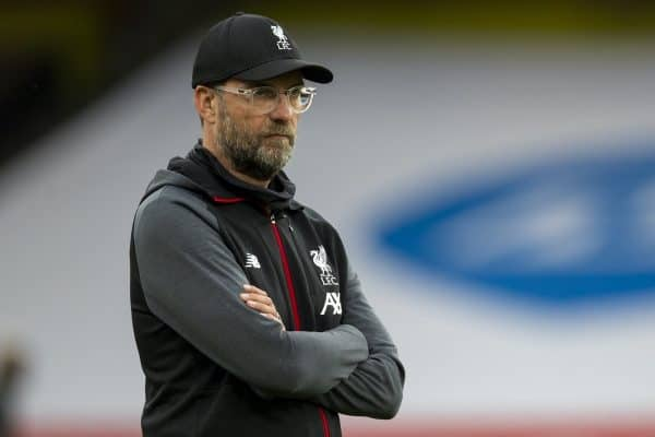 LONDON, ENGLAND - Tuesday, July 14, 2020: Liverpool's manager Jürgen Klopp during the pre-match warm-up before the FA Premier League match between Arsenal FC and Liverpool FC at the Emirates Stadium. The game was played behind closed doors due to the UK government's social distancing laws during the Coronavirus COVID-19 Pandemic. (Pic by David Rawcliffe/Propaganda)