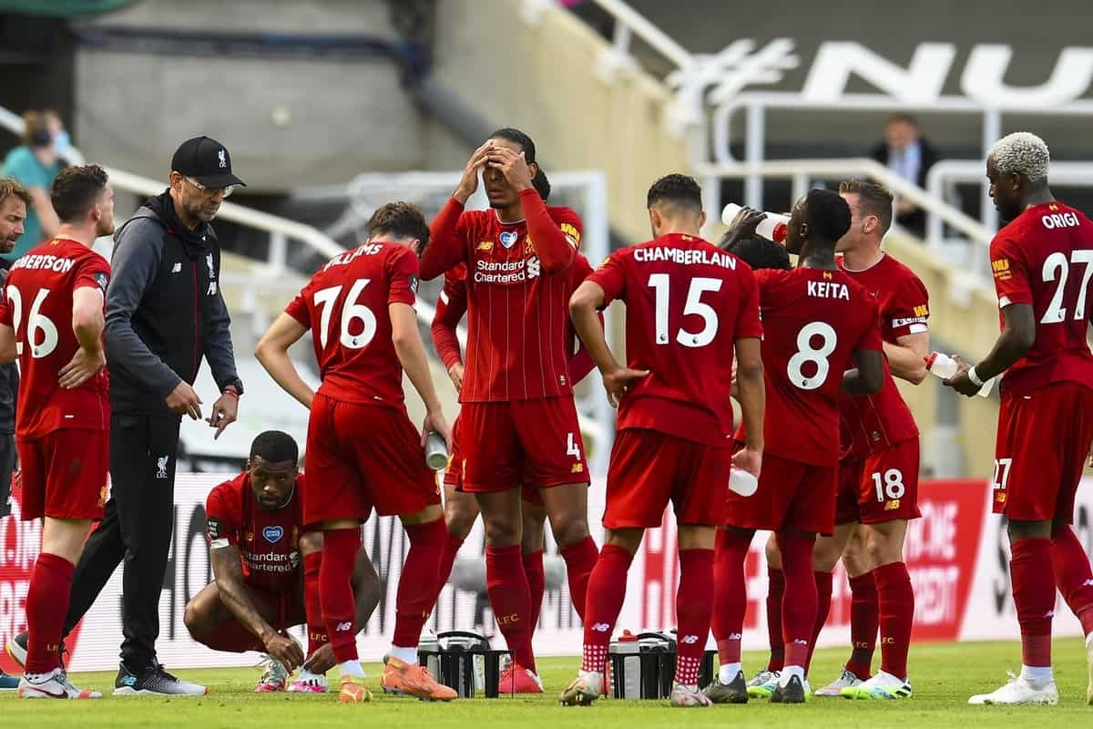 LIVERPOOL, ENGLAND - Sunday, July 26, 2020: Liverpool's manager Jürgen Klopp speaks to his players during a water break during the final match of the FA Premier League season between Newcastle United FC and Liverpool FC at St. James' Park. The game was played behind closed doors due to the UK government's social distancing laws during the Coronavirus COVID-19 Pandemic. (Pic by David Rawcliffe/Propagandab)
