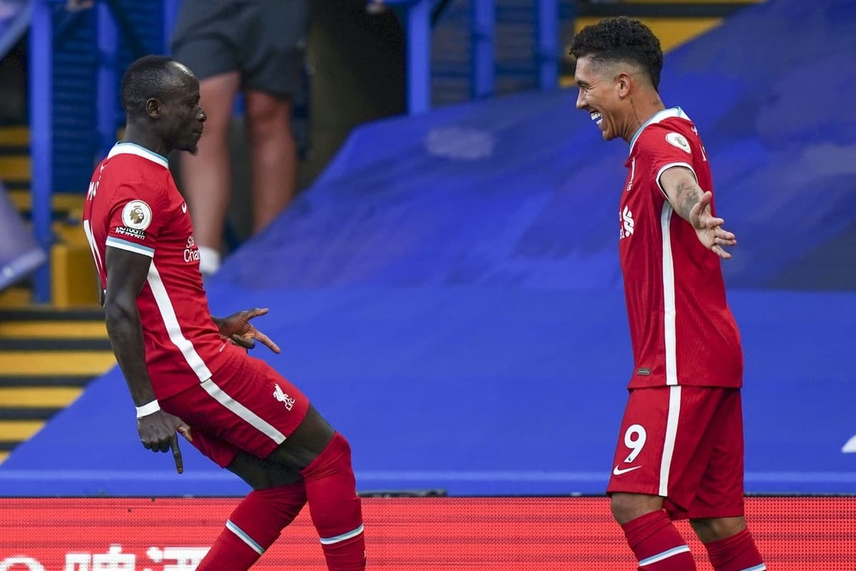 LONDON, ENGLAND - Sunday, September 20, 2020: Liverpool's Sadio Mané (L) celebrates with team-mate Roberto Firmino (R) after scoring the first goal with a header during the FA Premier League match between Chelsea FC and Liverpool FC at Stamford Bridge. The game was played behind closed doors due to the UK government's social distancing laws during the Coronavirus COVID-19 Pandemic. (Pic by Propaganda)