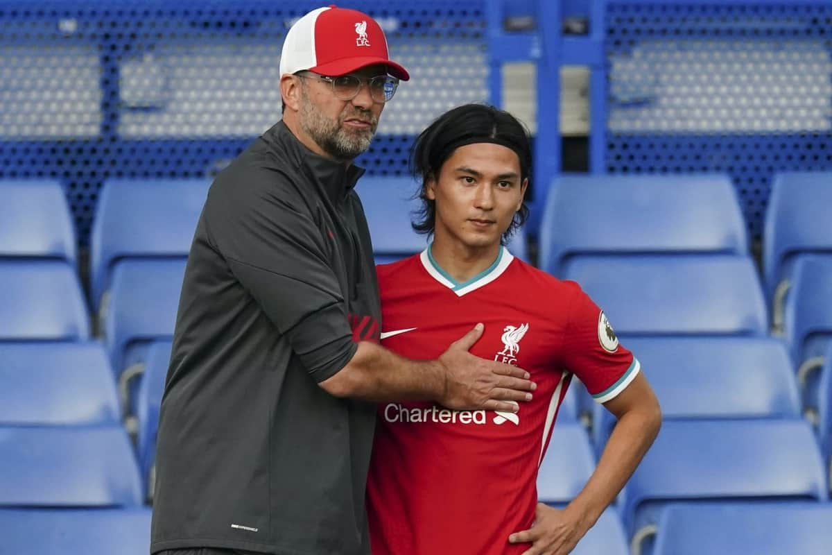LONDON, ENGLAND - Sunday, September 20, 2020: Liverpool's manager Jürgen Klopp prepares to bring on substitute Takumi Minamino during the FA Premier League match between Chelsea FC and Liverpool FC at Stamford Bridge. The game was played behind closed doors due to the UK government's social distancing laws during the Coronavirus COVID-19 Pandemic. (Pic by Propaganda)