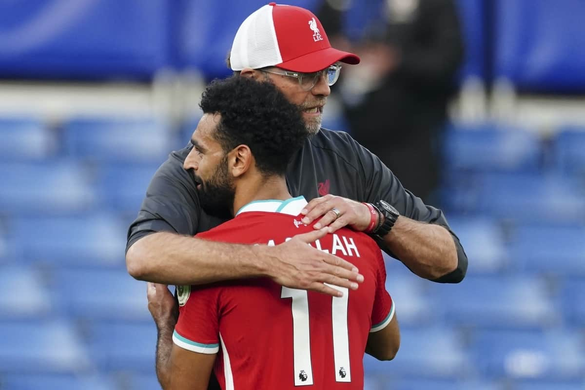 LONDON, ENGLAND - Sunday, September 20, 2020: Liverpool's manager Jürgen Klopp embraces Mohamed Salah after the FA Premier League match between Chelsea FC and Liverpool FC at Stamford Bridge. The game was played behind closed doors due to the UK government's social distancing laws during the Coronavirus COVID-19 Pandemic. (Pic by Propaganda)