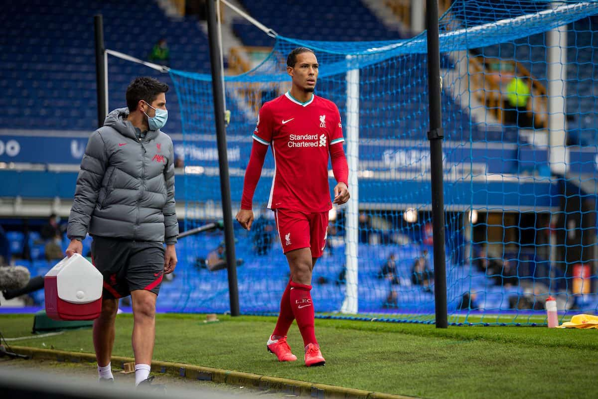 LIVERPOOL, ENGLAND - Saturday, October 17, 2020: Liverpool's Virgil van Dijk walks off injured during the FA Premier League match between Everton FC and Liverpool FC, the 237th Merseyside Derby, at Goodison Park. The game was played behind closed doors due to the UK government's social distancing laws during the Coronavirus COVID-19 Pandemic. (Pic by David Rawcliffe/Propaganda)