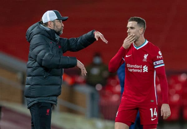 LIVERPOOL, ENGLAND - Wednesday, December 16, 2020: Liverpool's manager Jürgen Klopp speaks with captain Jordan Henderson during the FA Premier League match between Liverpool FC and Tottenham Hotspur FC at Anfield. (Pic by David Rawcliffe/Propaganda)