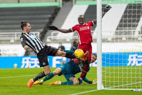 NEWCASTLE-UPON-TYNE, ENGLAND - Wednesday, December 30, 2020: Liverpool's Sadio Mané sees his shot saved by Newcastle United's goalkeeper Karl Darlow and cleared by Newcastle United's Fabian Schär during the FA Premier League match between Newcastle United FC and Liverpool FC at Anfield. (Pic by David Rawcliffe/Propaganda)